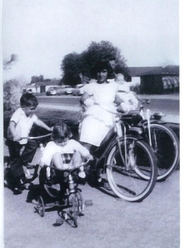 Hixson kids, Shelley, Terry, Dee Dee, Ron holding Jeff
